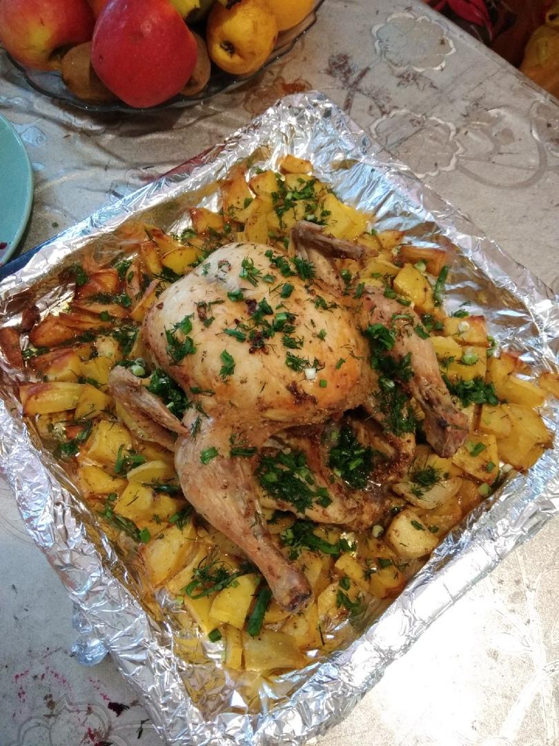 Курица в духовке целиком с картошкой в рукаве