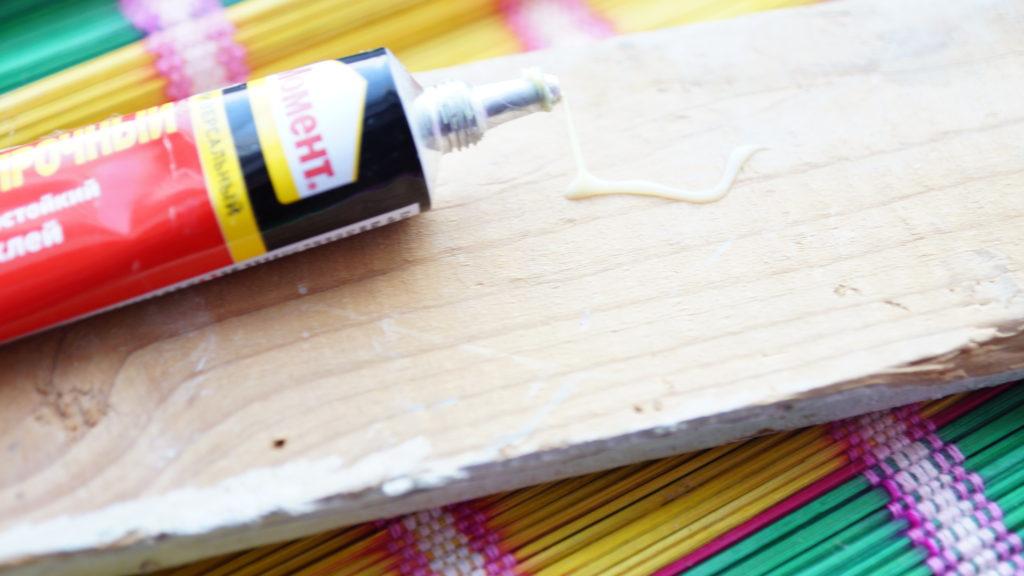 Как стереть супер клей со стола