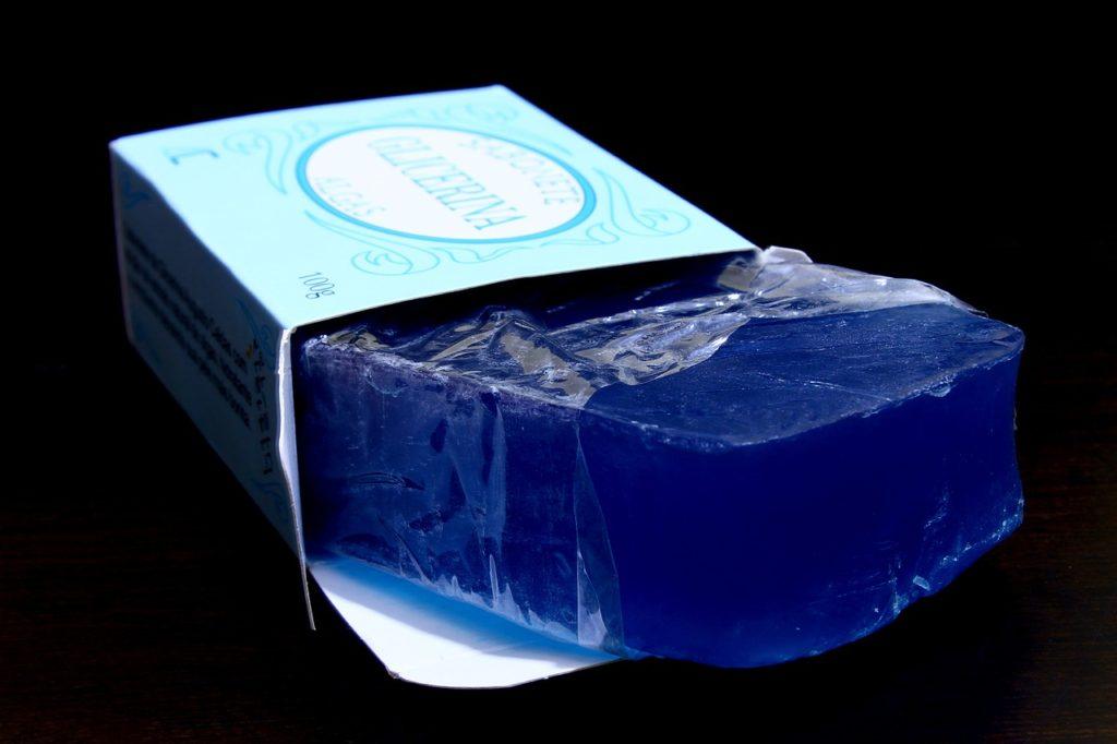 глицерин помогает при очистке рук от клея