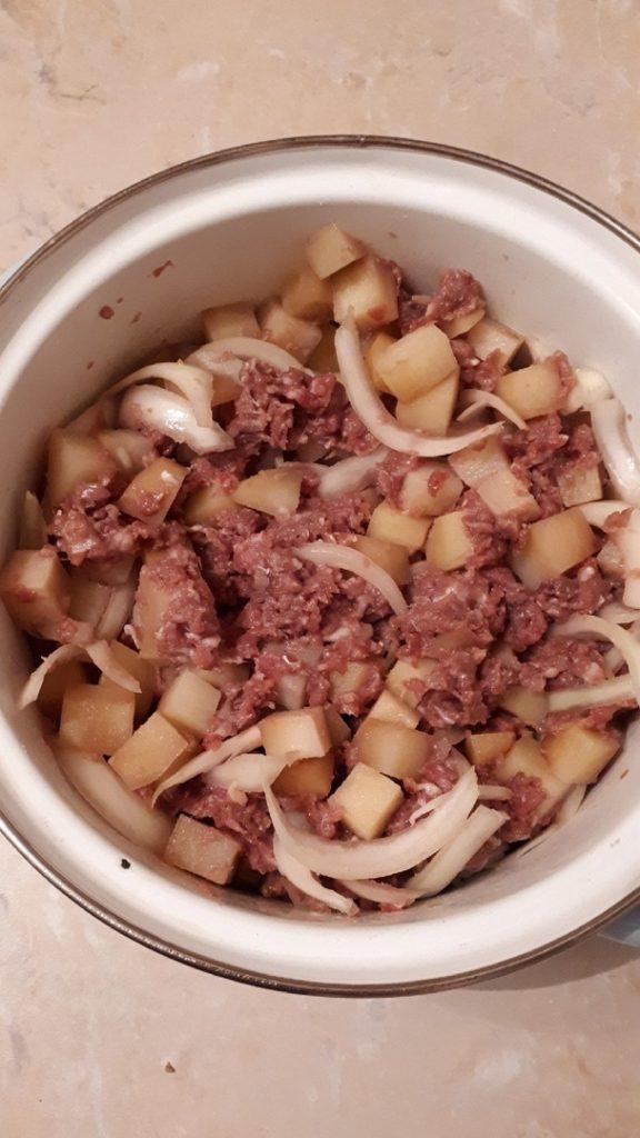 фарш с луком и картошкой