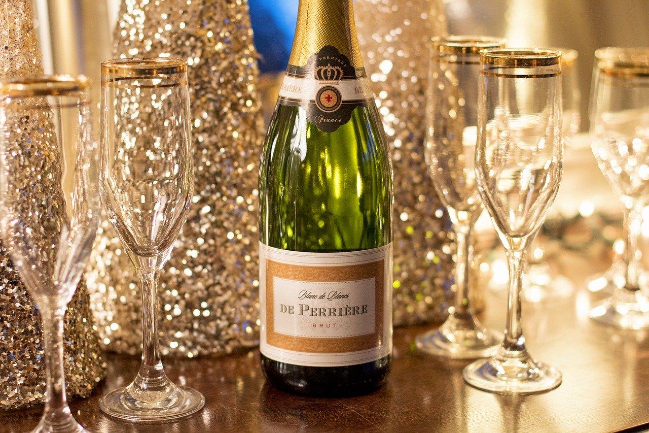 Бутылка шампанского дорогого картинки как пьпт пара