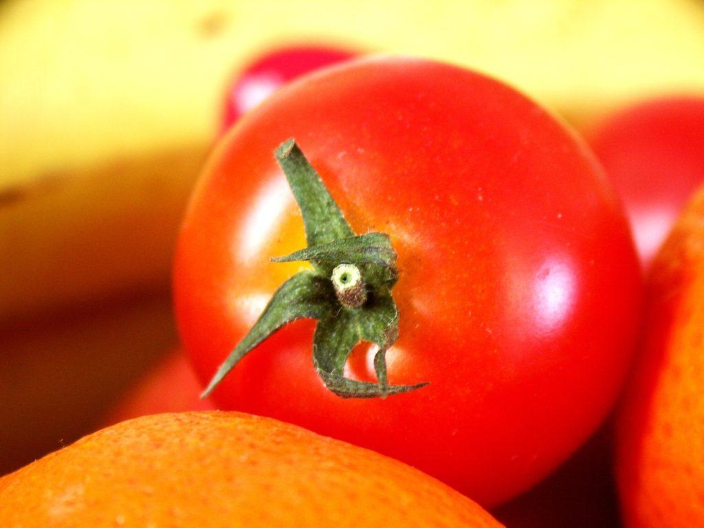 помидор красный