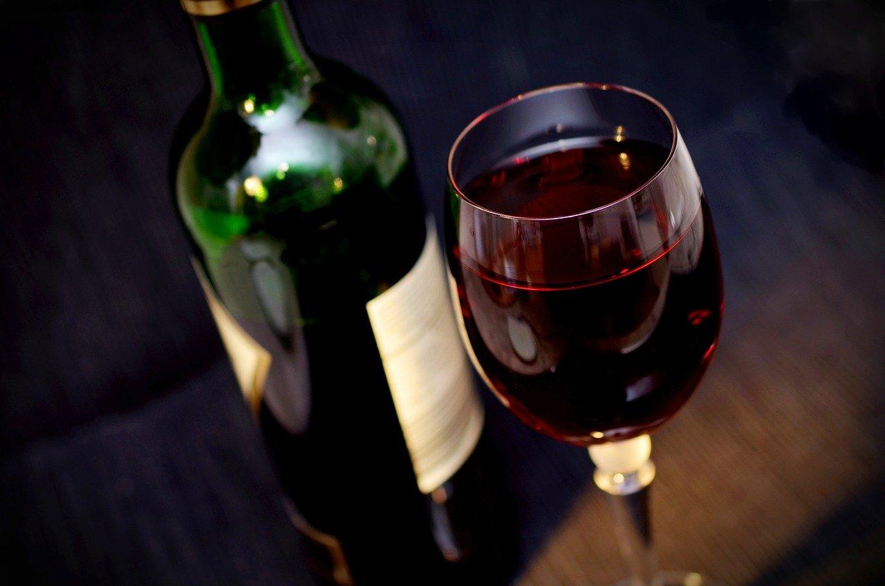 Все способы открыть вино без штопора